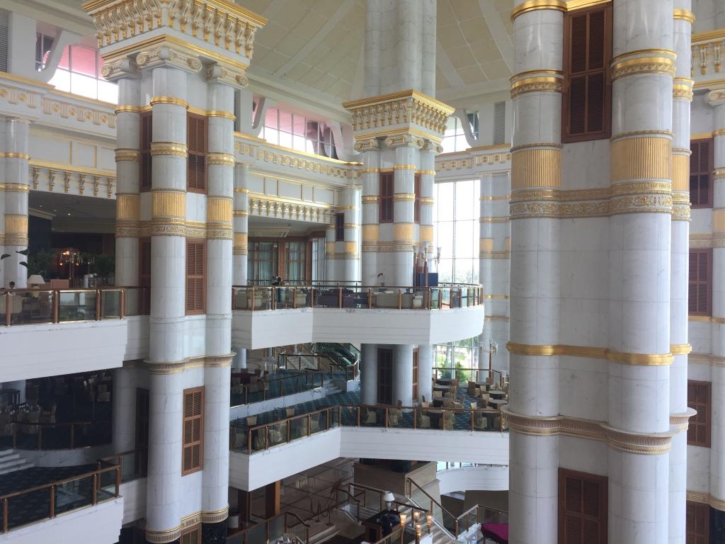 Interno dell'hotel Empire